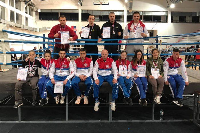 """Kik bokseri KBK """"Niš"""" osvojili 16 medalja na prvenstvu Srbije"""